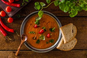 Delish tomato soup with bread and chilli