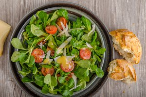 Lamb lettuce salad with dijon dressing