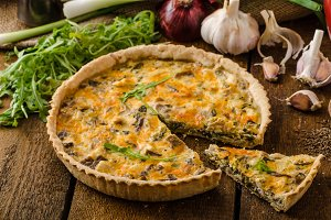 Cheese Quiche with chicken, arugula and mushrooms