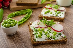 Healthy wholemeal bread with herbs