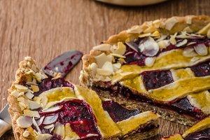 Shortbread tart with cherries