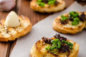 Mini toasts with garlic and dried tomato