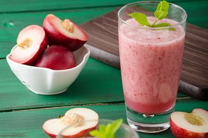 Nectarine smoothie with mint