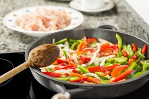 Cooking vegetables and chiken in pan