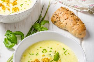 Curry soup with croutons