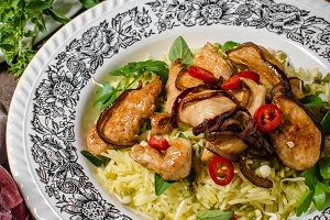 Chinese spicy chicken mix with curry rice