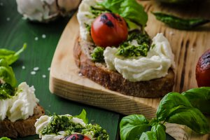 Grilled toasts with pesto