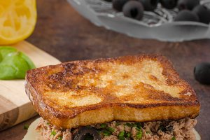 French toast with tuna and olives