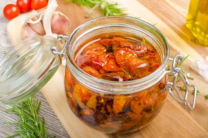 Homemade dried tomatoes