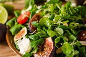 Delicious figs salad