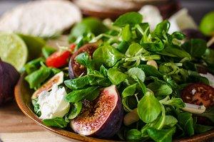 Figs lettuce salad