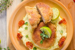 Minced meat schnitzel with cheese