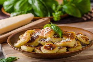Crispy gnocchi with cheese and herbs