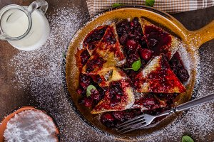 French toats with berries