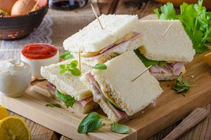 Bio sandwich with mayo, cheese and ham