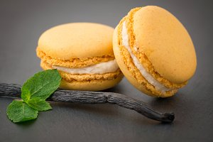 Macaroons with vanilla