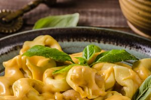 Tortellini with cheese sauce