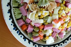 Salad of pasta with york ham