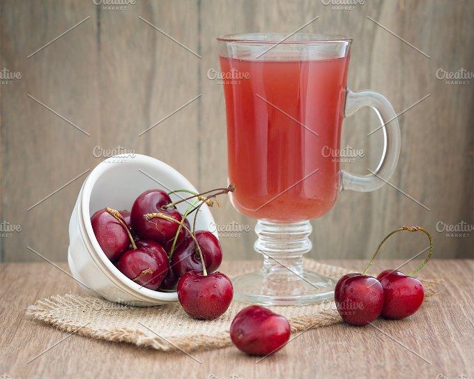 Cherries on wooden table - Food & Drink
