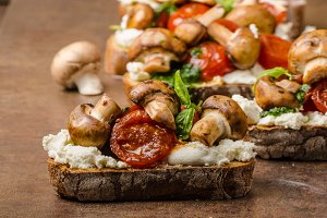 Toasted bruschetta with riccotta and pesto