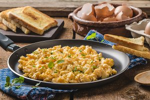 Scrambled eggs rustic style