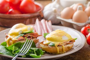 Egg Benedict with ham