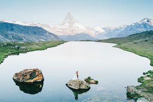 Wedding couple in Swiss mountains