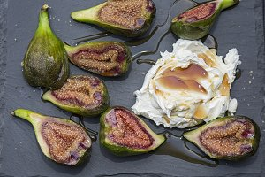Figs dessert with mascarpone