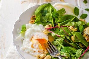 Lamb lettuce salad with fried egg