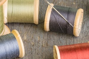 Needle and thread spools