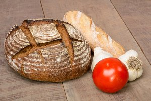 Rye bread and tomato