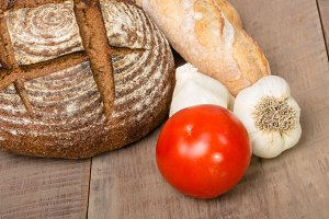 Rye bread tomato and garlic