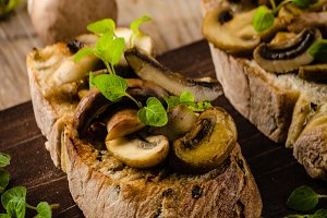 Rustic Toast bread with garlic, mushrooms and herbs