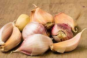 Cloves on garlic on table