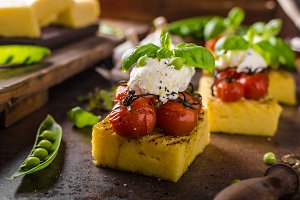 Grilled polenta with tomatoes