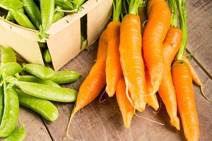 Carrots and green peas in box
