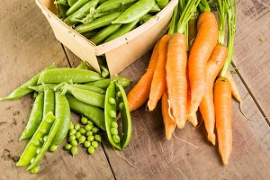 Shelled green peas and carrots