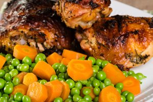 Fired chicken with peas and carrots