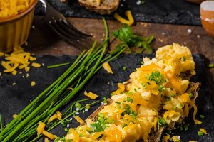 Scrambled eggs with herbs