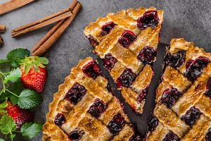 Rustic tart with berries