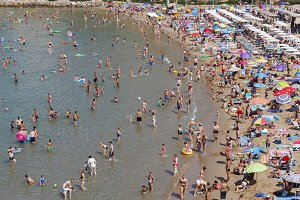 Crowded beach, Salou