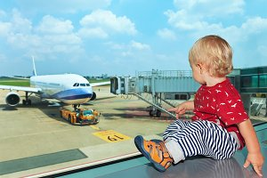 Child looking at the plane