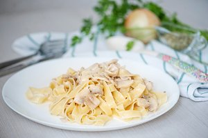 Pasta with champignons and sauce