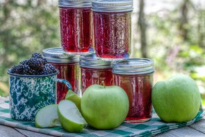 Apple blackberry jelly