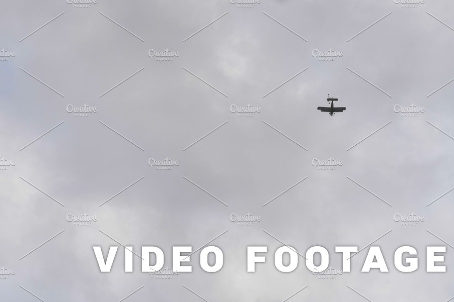 Parachutists drop from airplanes - slowmotion 60fps in Graphics - product preview 8