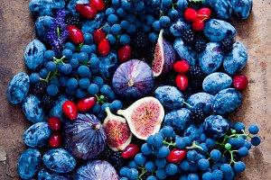 Fresh figs, grapes, prunes