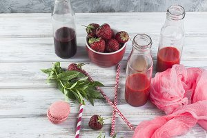 Refreshing berry smoothies