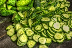 Sliced pickles for canning