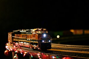 Large Size Model Train