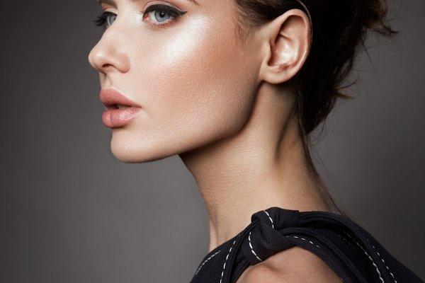 Make up. Glamour portrait of beauti…